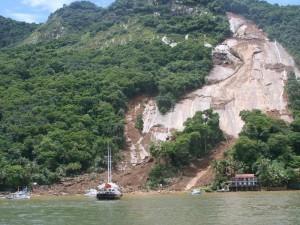 Chega a 19 o número de mortos com deslizamento em Angra